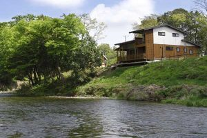 川辺に建つ終の家
