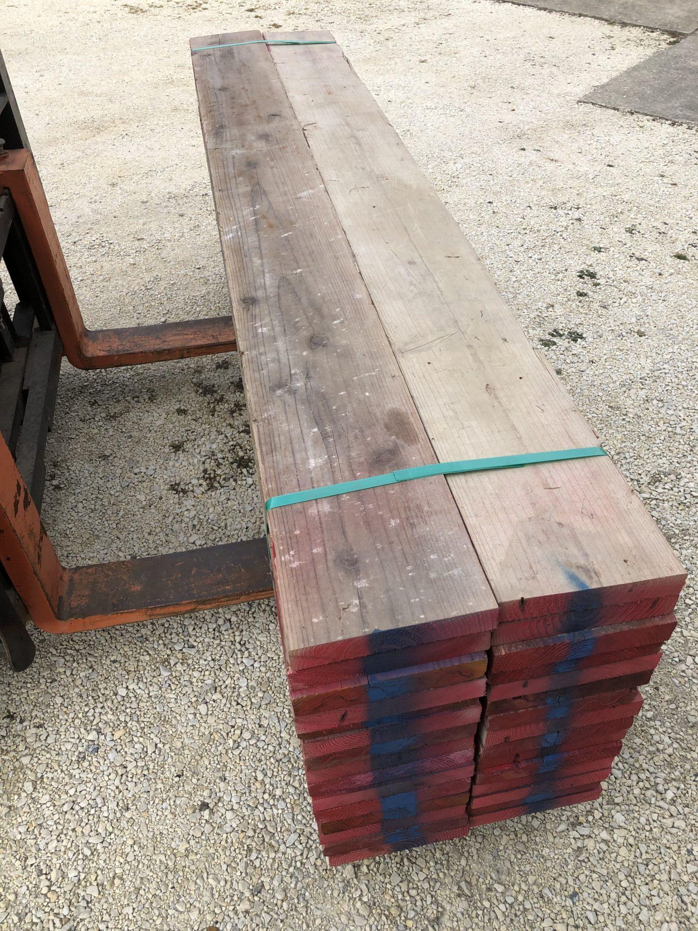 素材の状態の古足場板